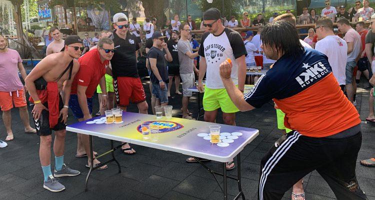 #Bullealarm 2019: Bier-Pong mit Ikke Hüftgold und Lorenz Büffel im Megapark am Goldstrand wurde zum Gaudi