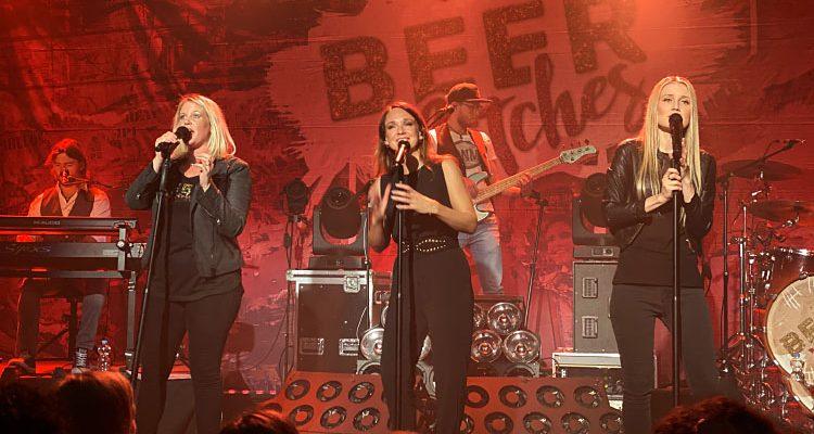 Bergneustadt: Total ausverkauft! BeerBitches mit Carolin Kebekus gaben vom ersten Song an Vollgas | 6. Liedermachertage