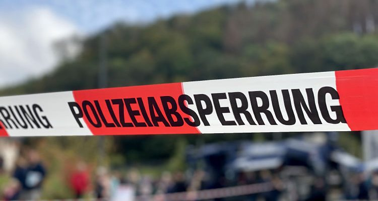 Lindlar: Landstraße 284 nach Unfall gesperrt! Maistransporter musste umgeladen werden