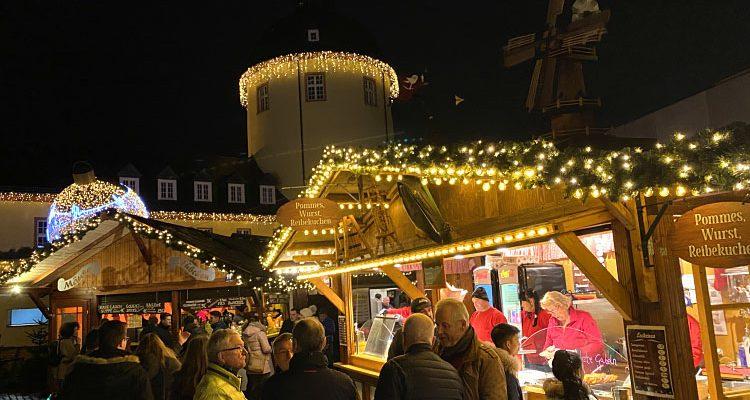 Himmlisch schön! Siegener Weihnachtsmarkt auf dem Schlosshof mit Eisbahn