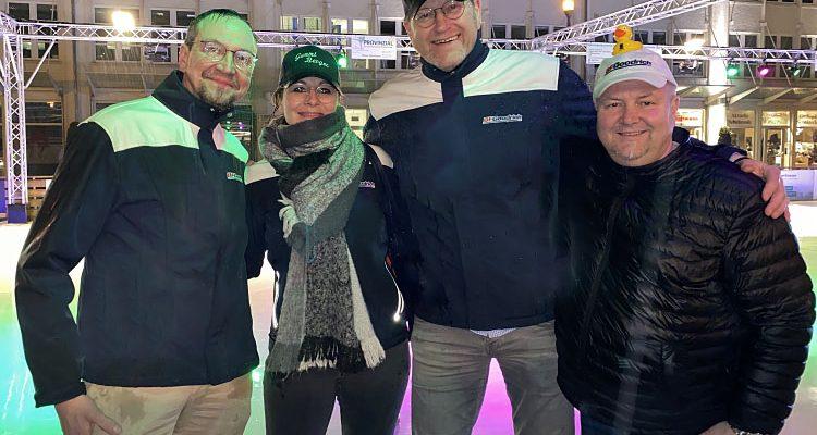 Wasserschlacht auf der Eisbahn! SCHWALBE Wintermärchen macht Spass bei jedem Wetter in Bergneustadt
