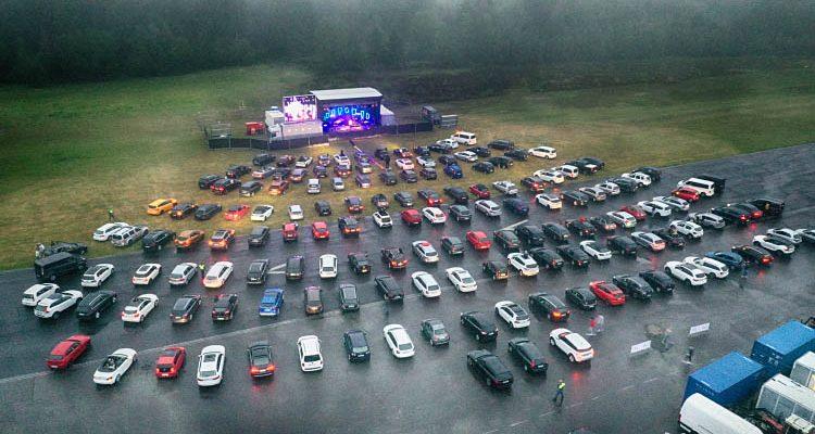 Flughafen Meinerzhagen Auto-Konzert: CAT BALLOU begeisterte mit viel Kölsche Stimmung trotz Regen