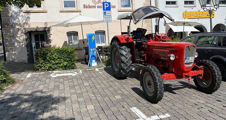 Foto des Tages: Erste VOLL ELEKTRISCHE Güldner G50 (Traktor) mit Induktionslader gesichtet