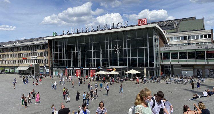 Corona Hotspots in Köln: Stadt und Polizei räumen Plätze in der Innenstadt