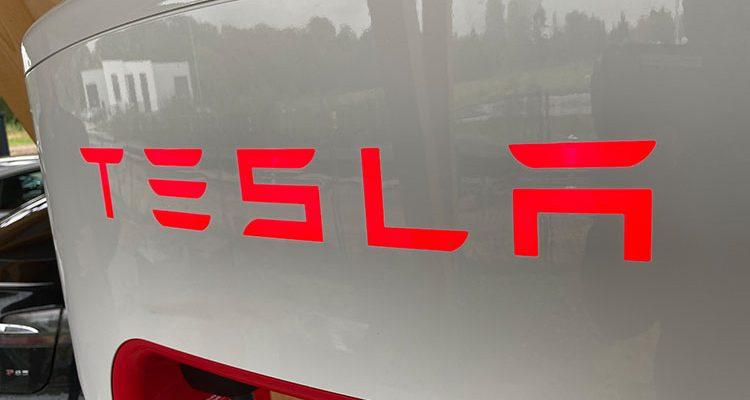Hochwasser: Tesla hilft Menschen mit kostenlosem Aufladen (Free Supercharging)