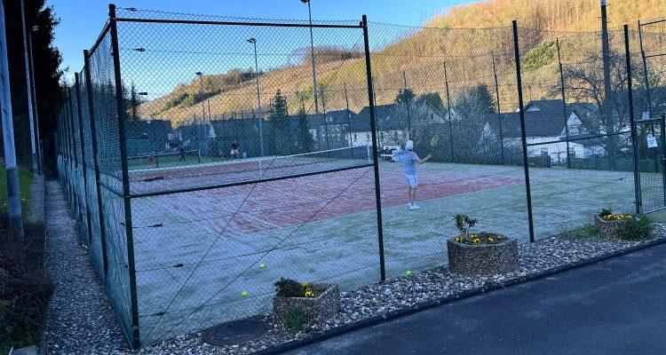 Sportlicher Geheimtipp in Corona Zeiten: Freizeit 2000 in GM-Derschlag! Tennis Outdoor (Corona-konform)