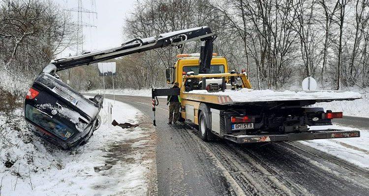 Auto überschlagen! 19-jähriger lebensgefährlich verletzt (Windeck)