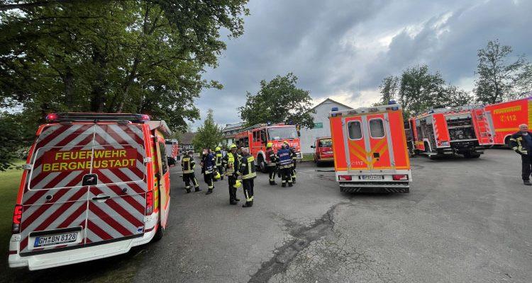 Brandeinsatz Schullandheim Bergneustadt! 1 Person vermisst (Interview: Michael Stricker Einsatzleiter)