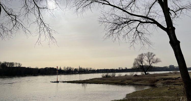 19-Jähriger am Rheinufer in Köln Porz Ensen überfallen! Zeugensuche